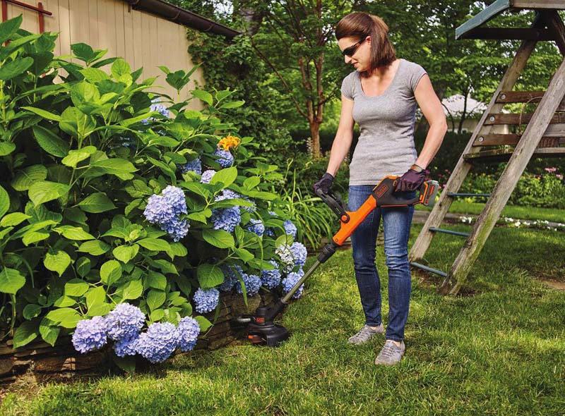 Black and Decker LSTE523 in use