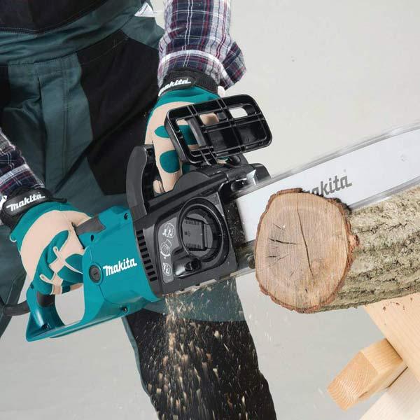 Makita U4051A chainsaw cutting through wood