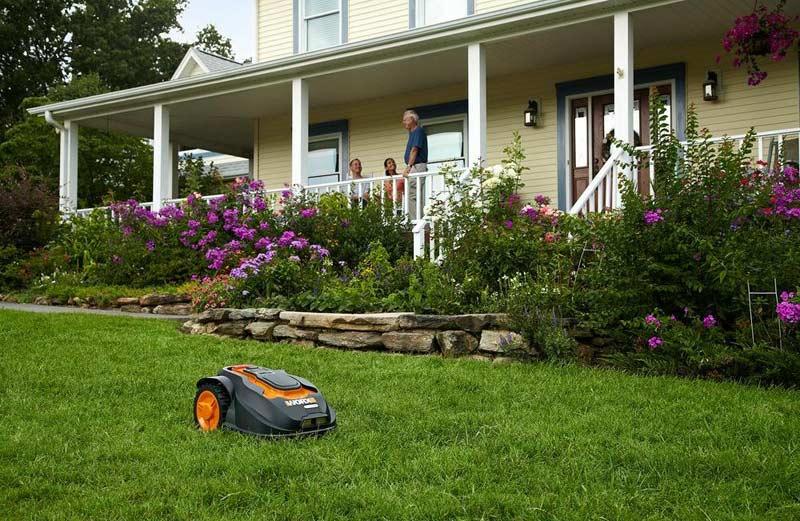 WORX WG794 Landroid mowing