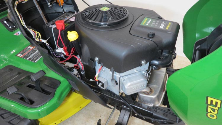 John Deere E120 engine
