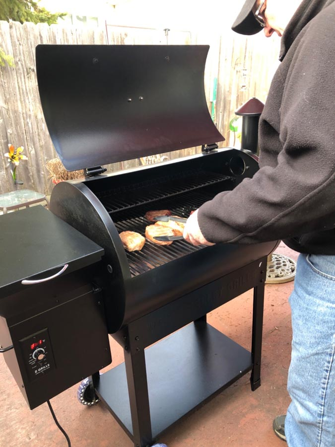 Z Grills ZPG-7002B cooking