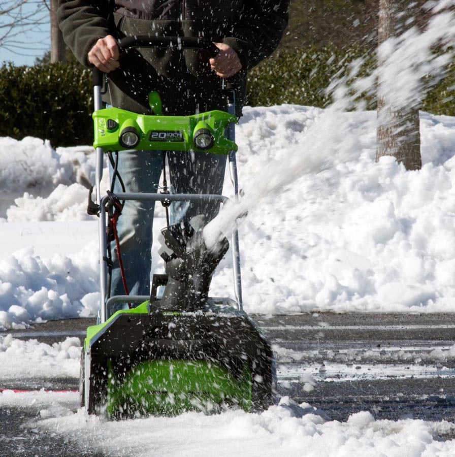Single stage snow blower from Greenworks